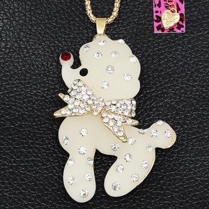 NWT•Betsey White frosted resin Poodle lng necklace
